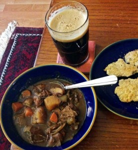 stew with beer and buscuits